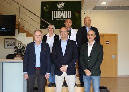 Visita a Café Jurado del Rector magnífico de la Universidad de Alicante y un amplio grupo de investigadores.